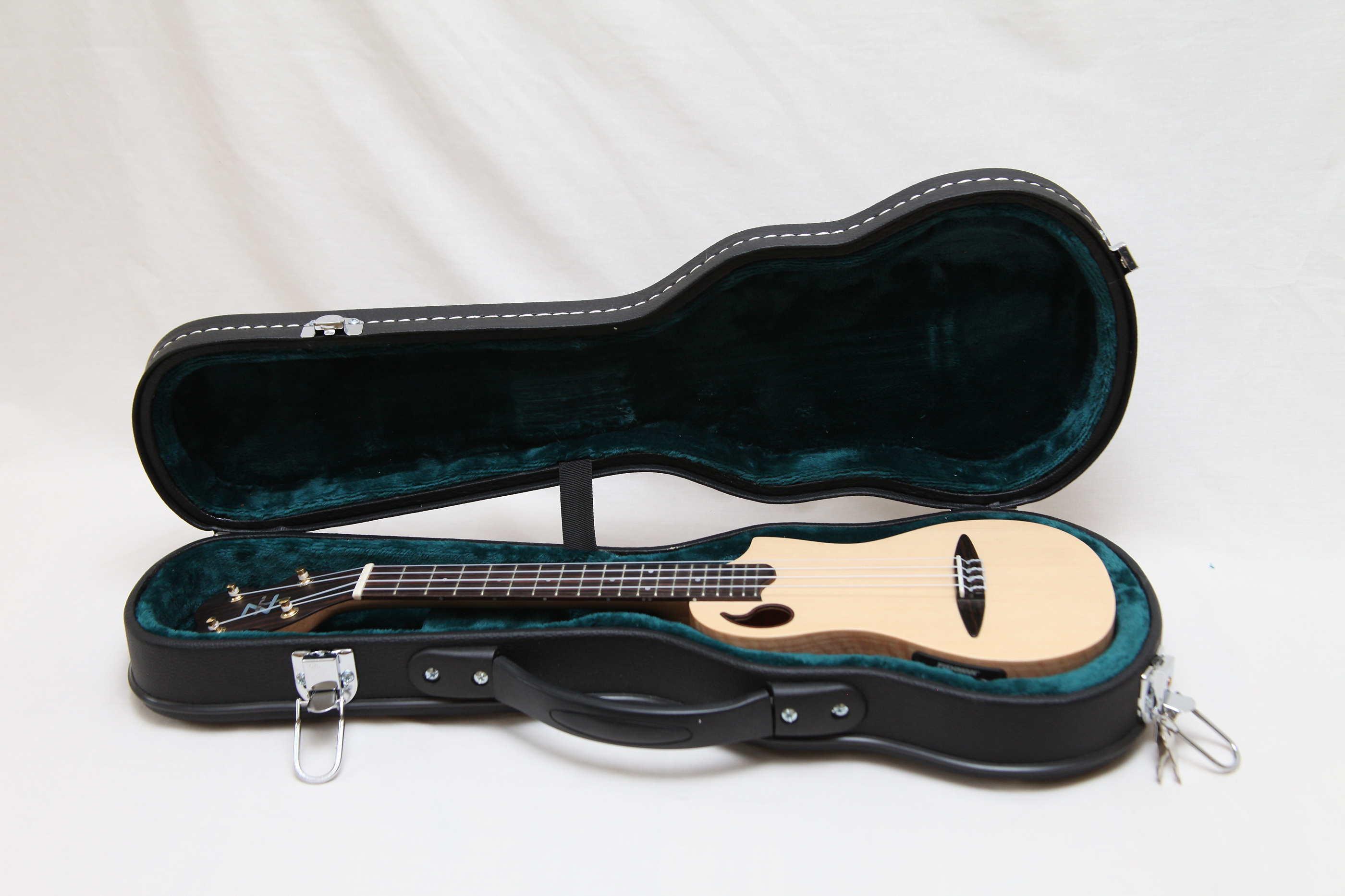 ZT Soprano Ukulele in maple in fitted case