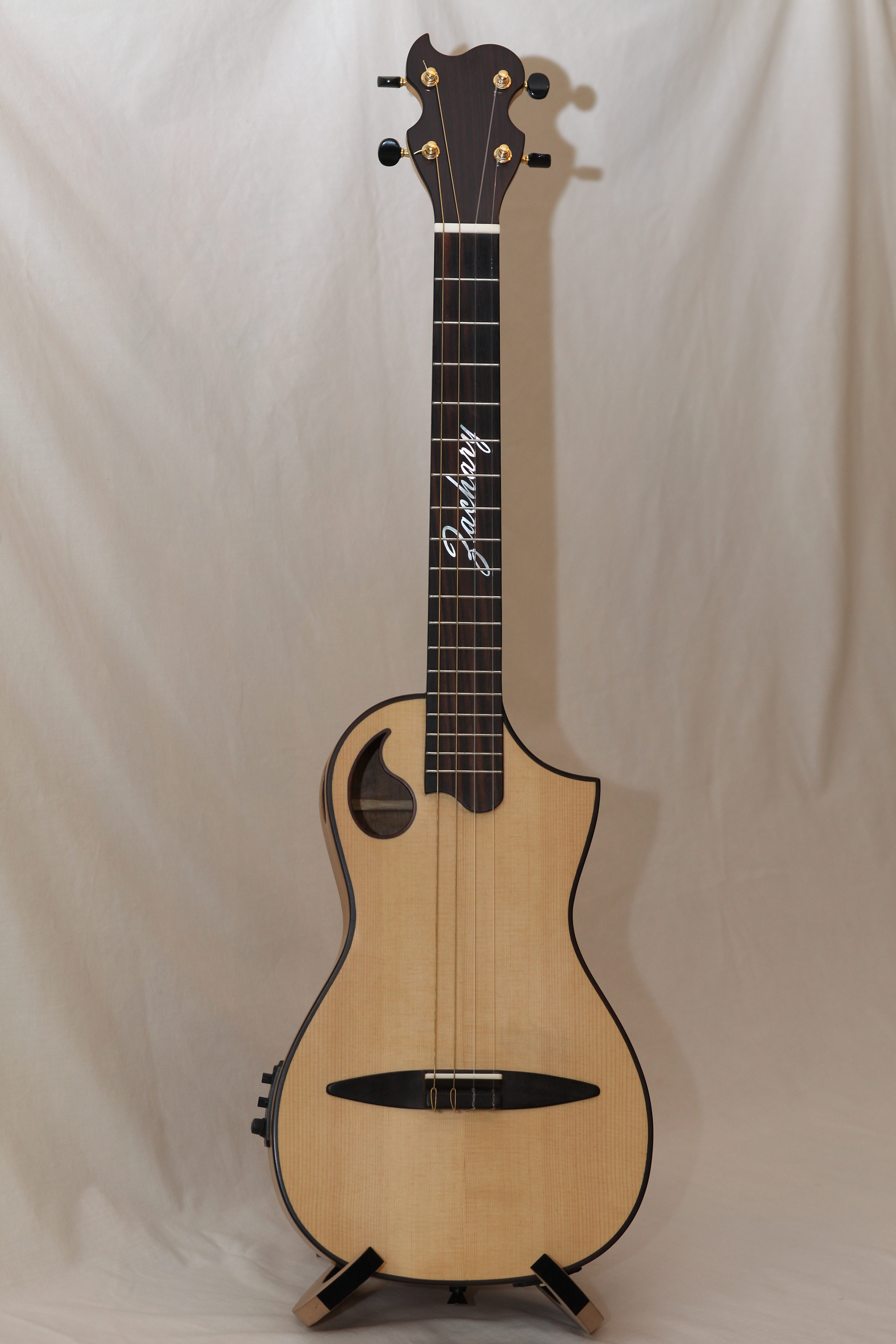 ZT Baritone Ukulele in maple